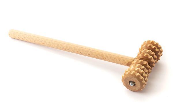 Holz-Massageroller mit Stiel